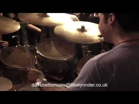 DRUM SOLOS: Awesome latin drum solo